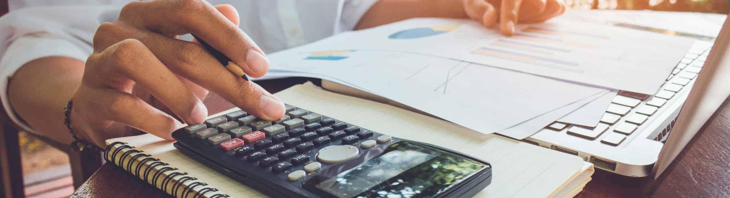 Escuela de Finanzas y Economía